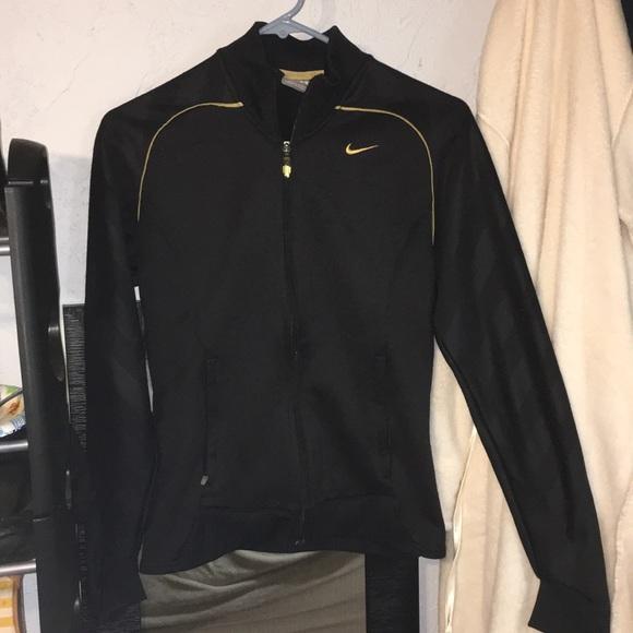 Women s Nike sports sweater. M 5a9708b905f4301a841f8fc5 339d0815d